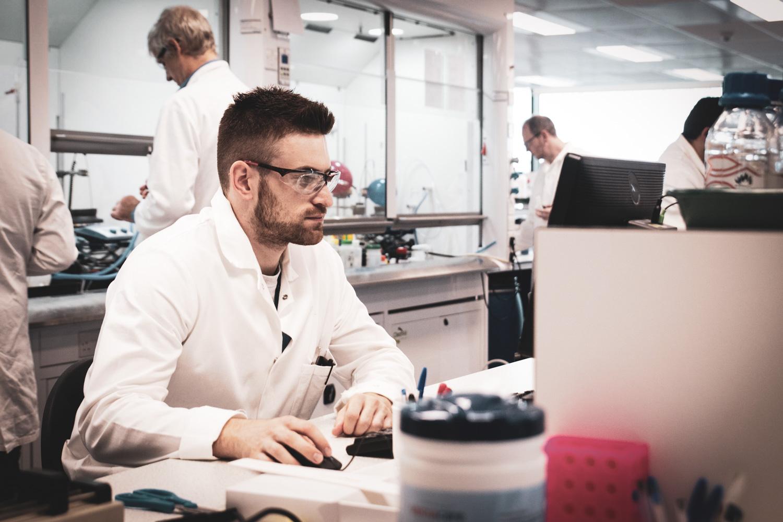 Sygnature scientist at work in lab